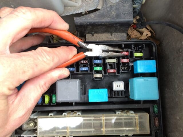 Hqdefault likewise Toyota Camry Fuses Under The Dash How Totoyota moreover Maxresdefault further D Where Fuse Right Side Power Sliding Door Fuse Lid likewise Original. on toyota sienna fuse box location
