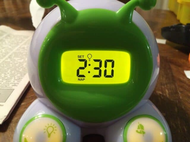 how to set time and alarms on ok to wake childrens alarm clock share your repair. Black Bedroom Furniture Sets. Home Design Ideas
